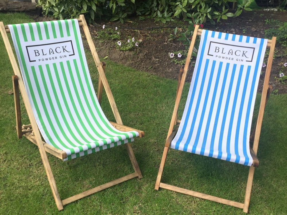 Printed deckchairs with frames